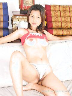 Робкая красотка удовлетворилась любимой секс игрушкой