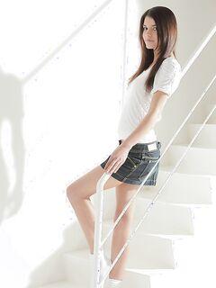 Деваха в белых носках разделась на лестнице