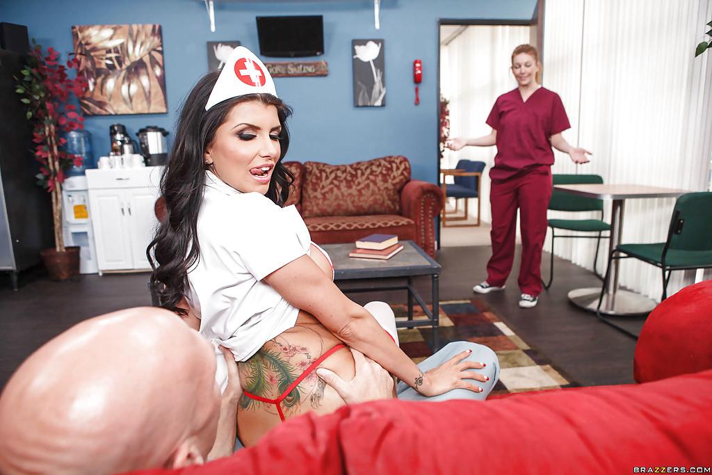 Грудастая медсестра трахнулась с врачом в ординаторской