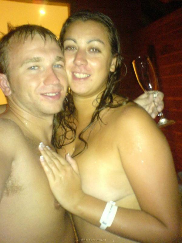 Страстный секс супругов после купания
