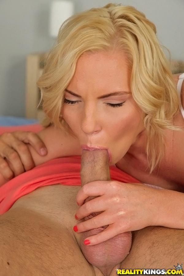 Блонда подставила дырочки для настырного мачо