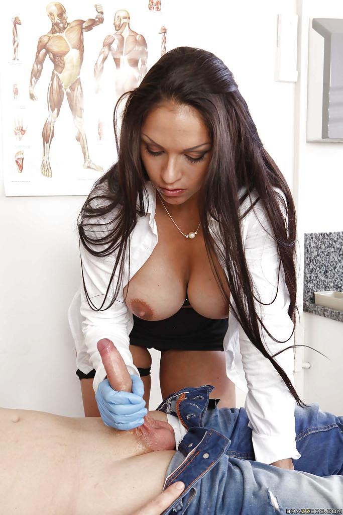 Медсестра отсосала стояк своего пациента
