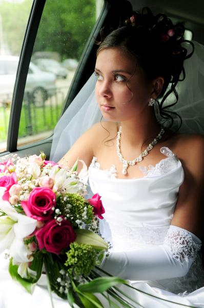 Молодая жена покрасовалась в бикини и показала розовую щелку