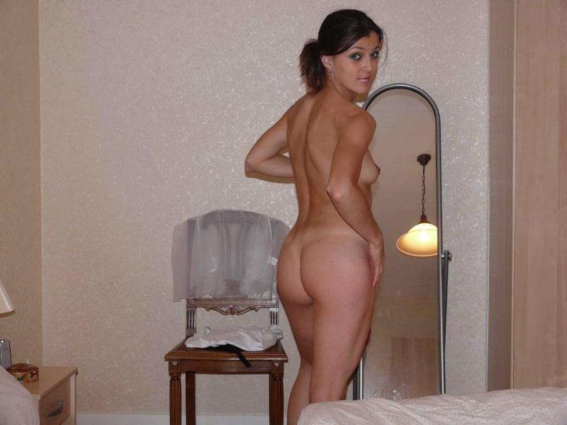 Чувак заснял подругу голышом в номере отеля