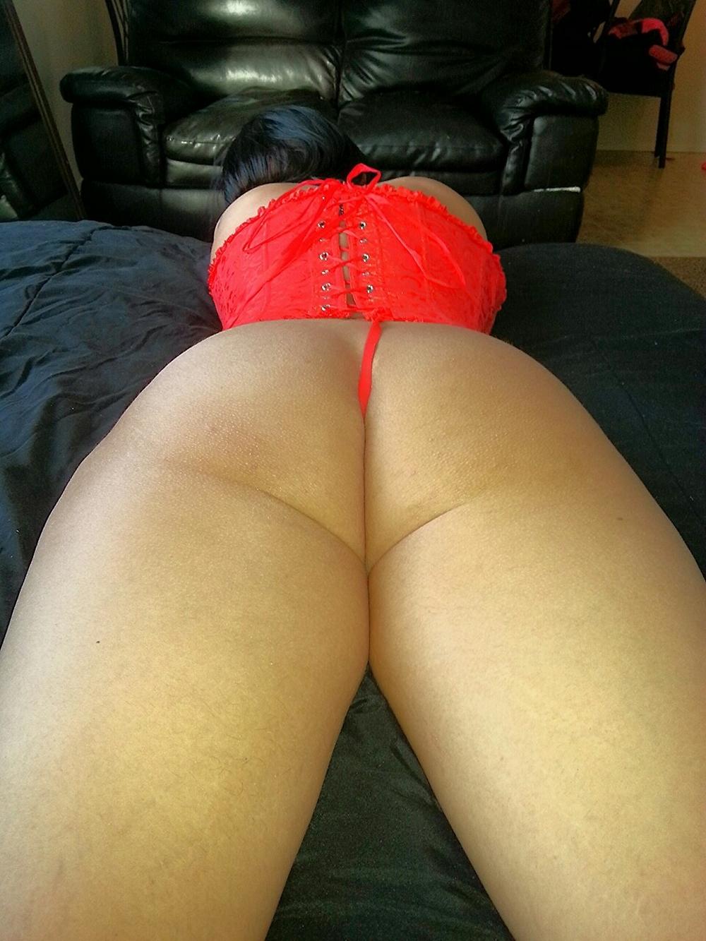 Пышные задницы девушек в сексуальных трусиках