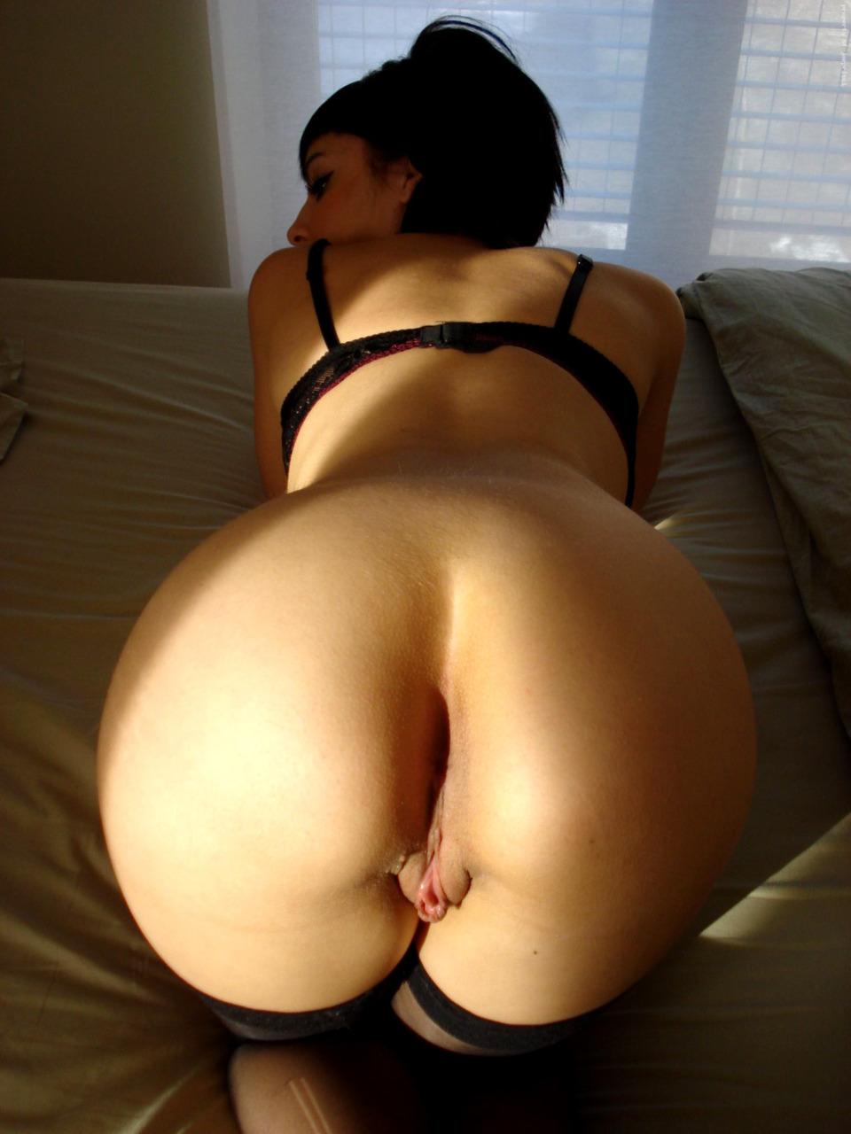 Подборка красивых задниц девушек без трусов