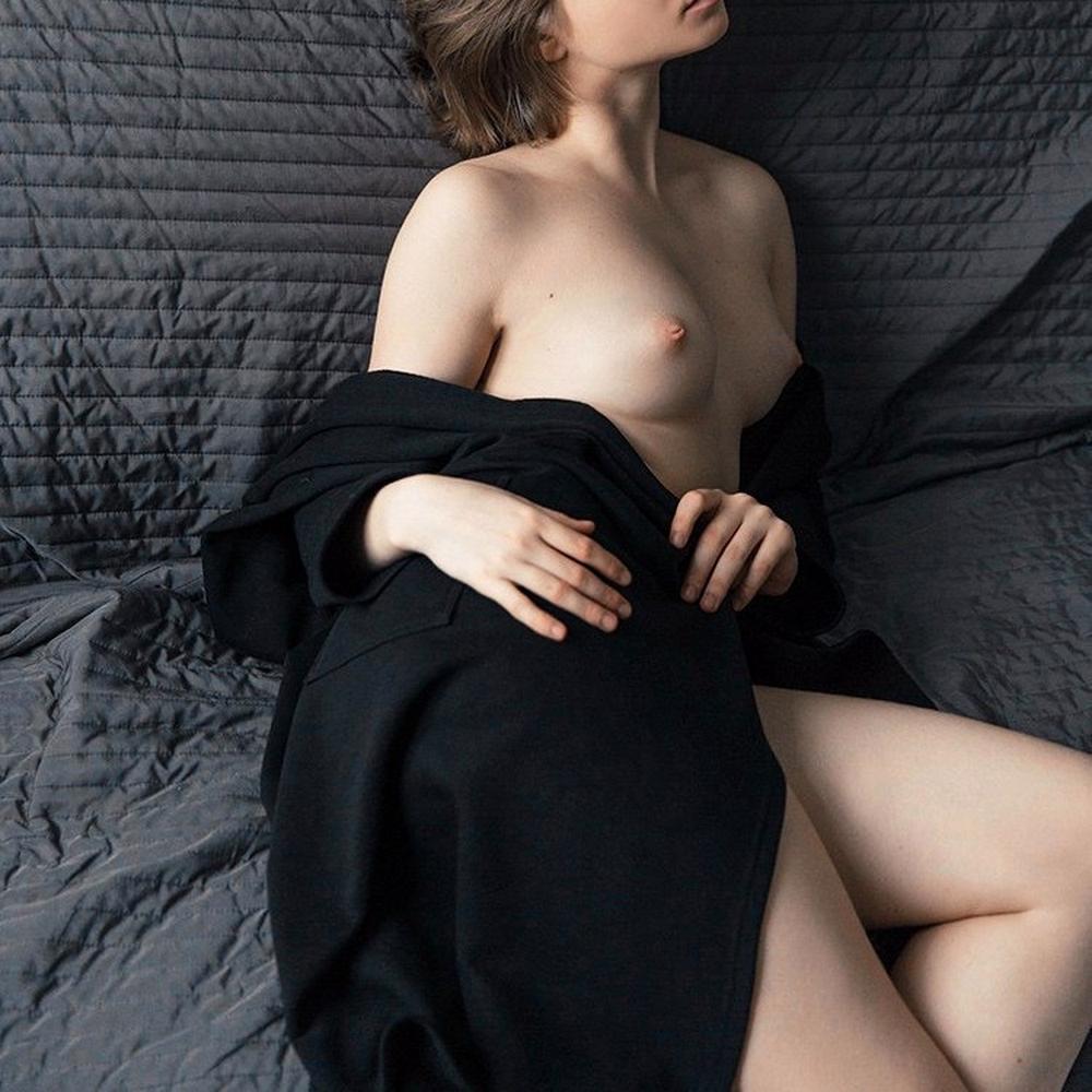 Подборка голой груди и торчащих сосочков