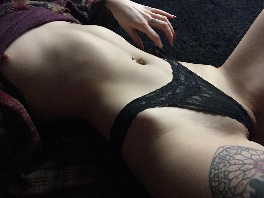 Подборка татуированных девушек в нижнем белье
