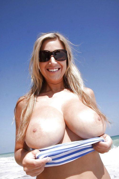 Подборка женщин с огромными дойками