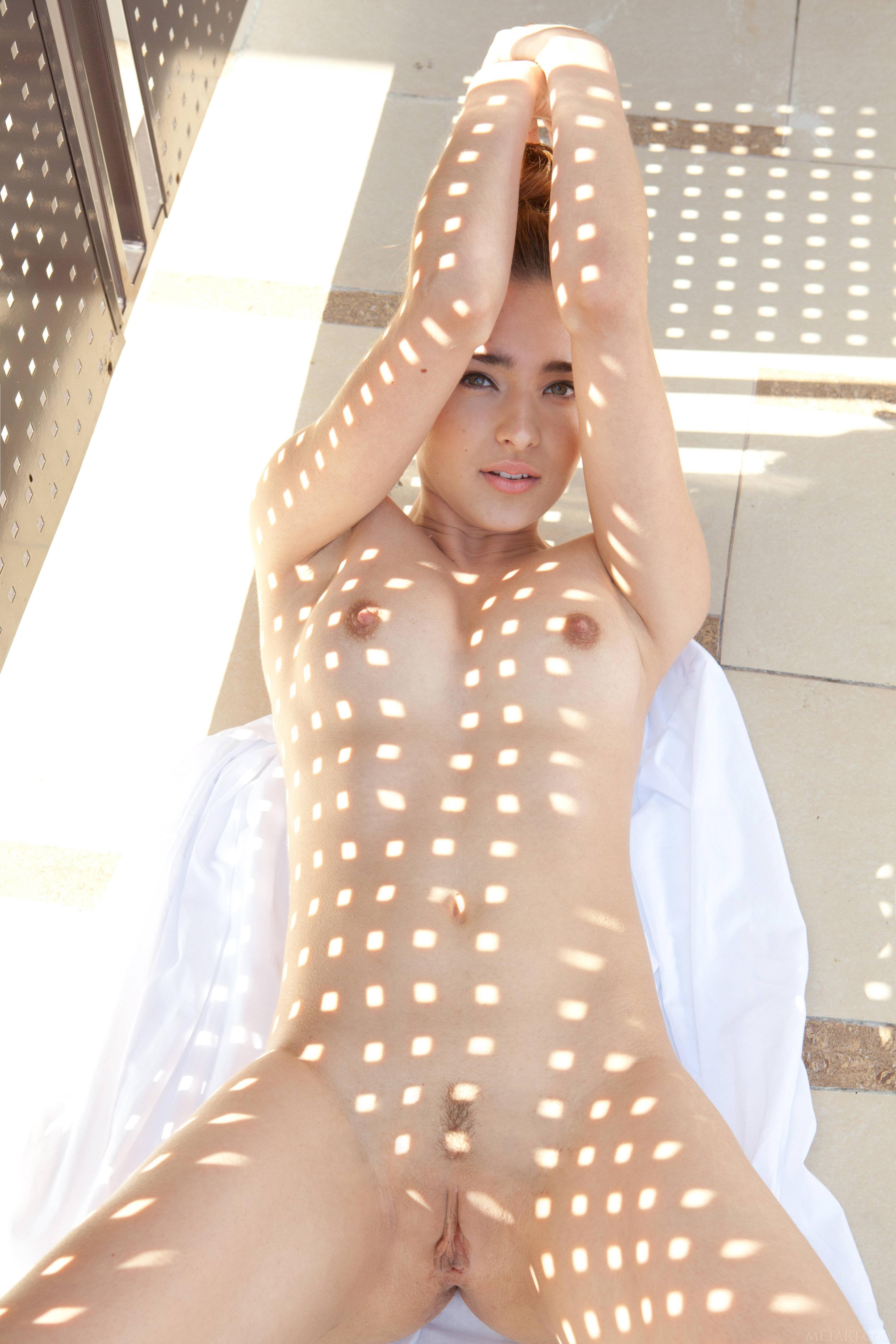 Подборка голых пезд страстных девушек