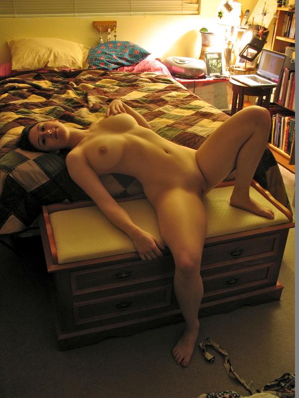 Подборка обнаженных девушек с большими дойками и торчащими сосками