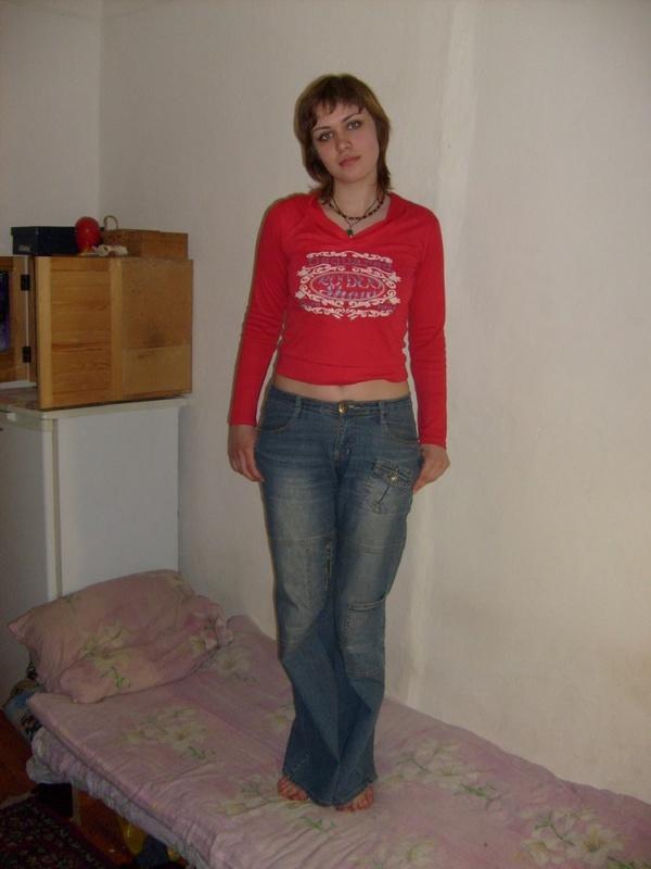 Девка с большими сосками сняла белье в домашней обстановке
