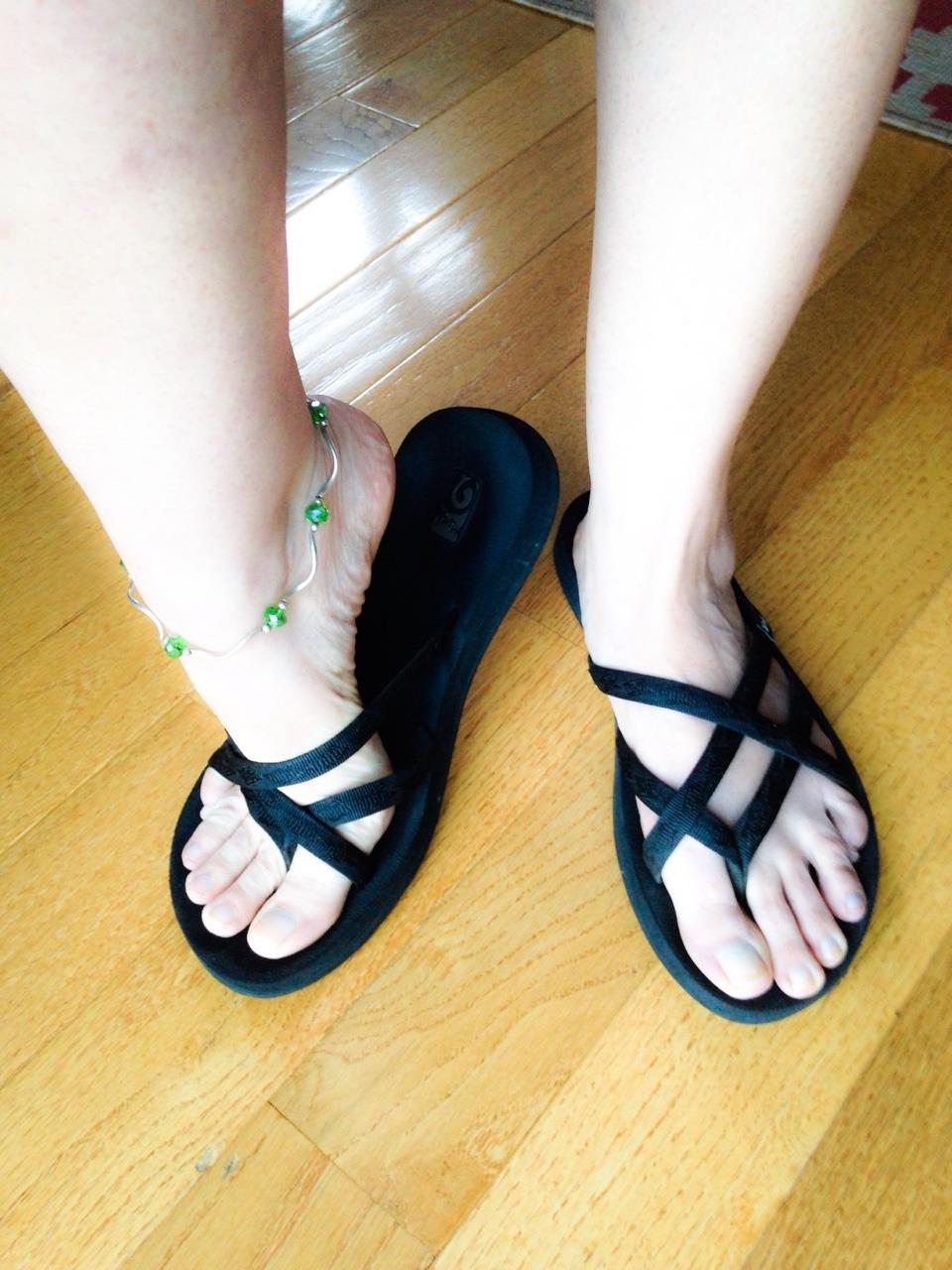 Красивые ступни девушек и их аккуратные пальчики