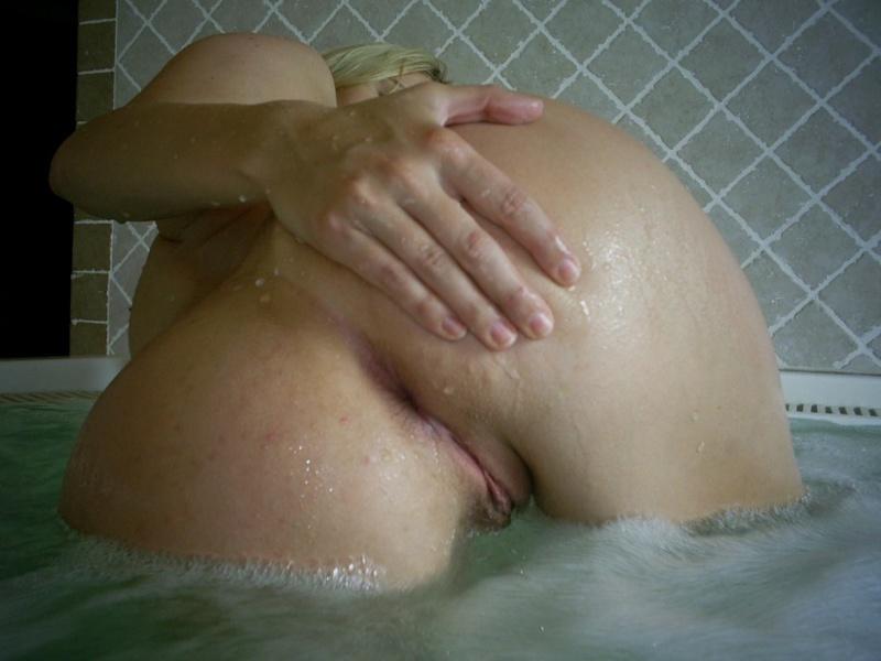 Сожитель выебал блонду в ванной и спальне