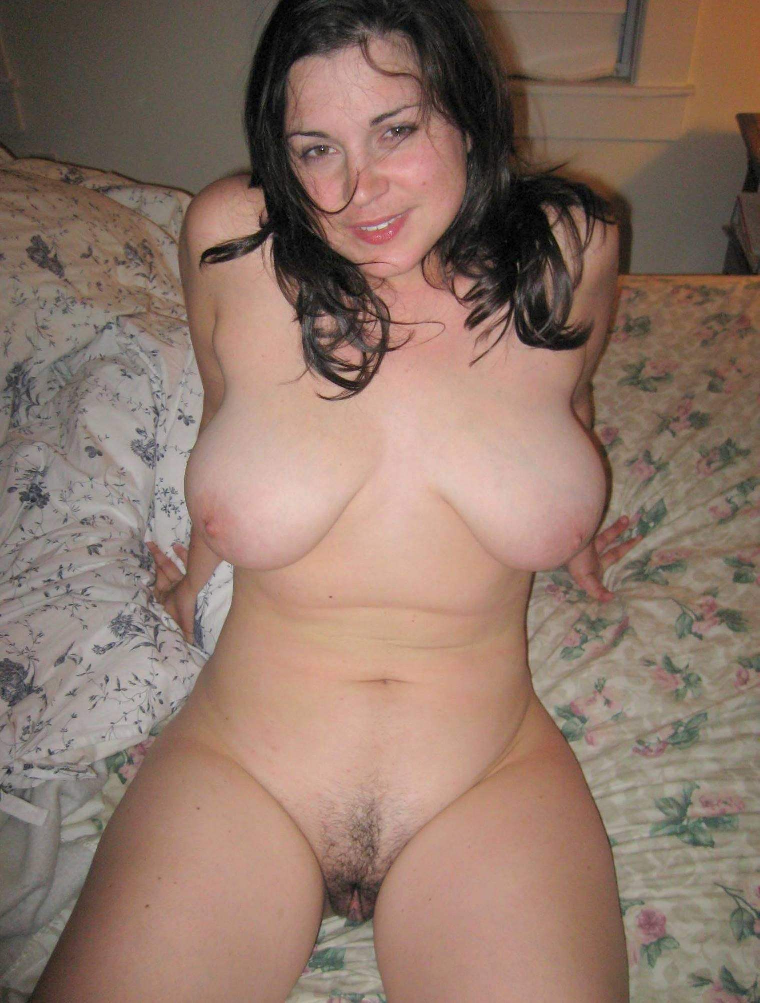 Грудастые мамки позируют в сексуальном белье