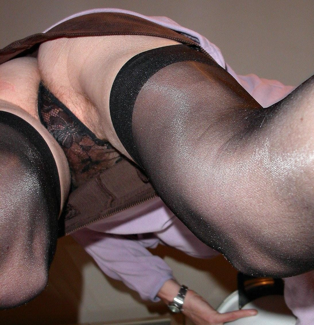 Женские киски и ножки с видом снизу