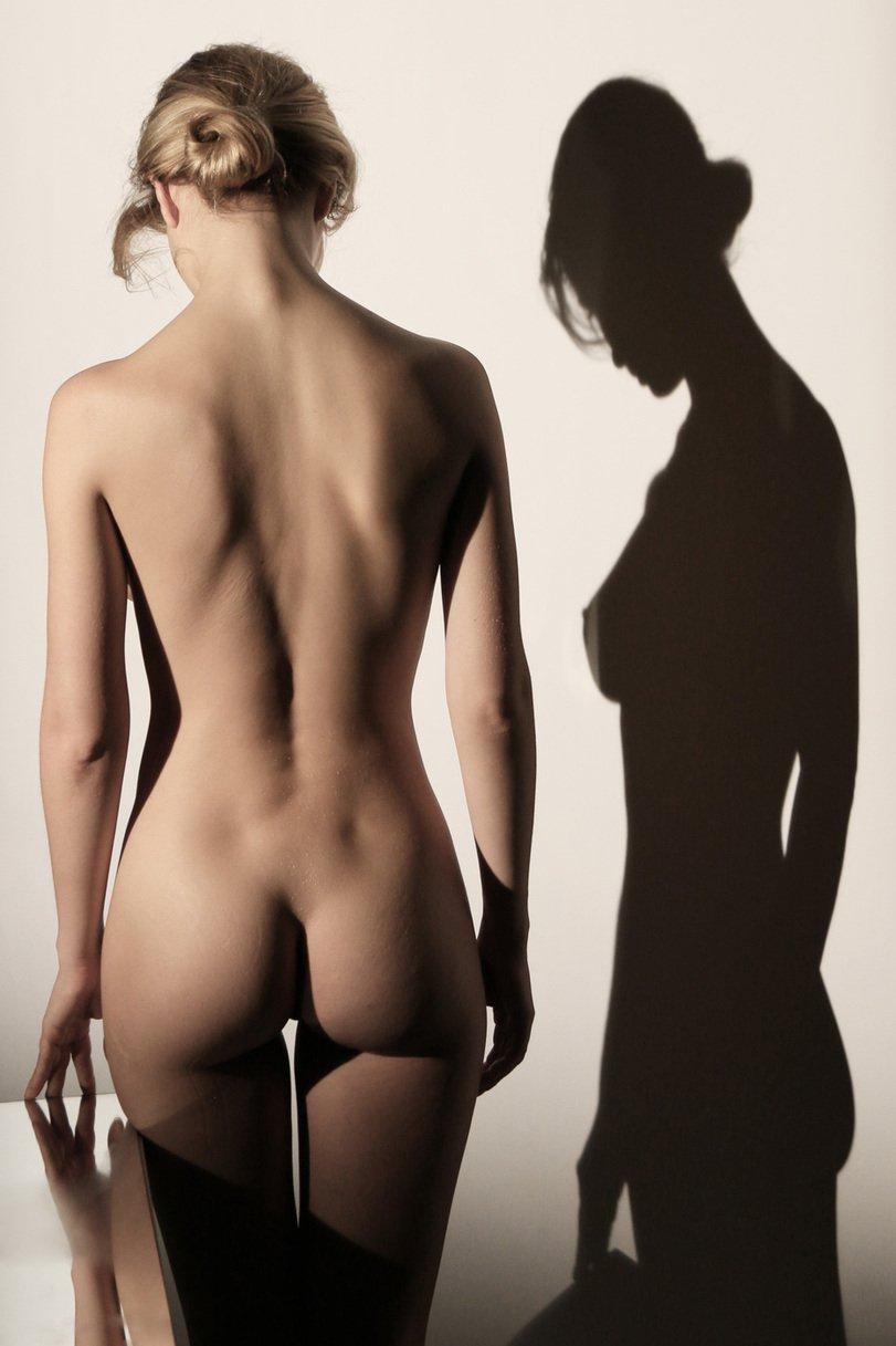Девки светят упругими попками и сексуальными телами
